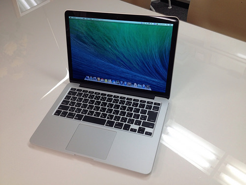 Macbook Proが届きました
